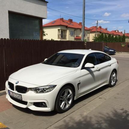 Krótko i długoterminowy wynajem samochodów osobowych Warszawa - sylwetka białe BMW 420