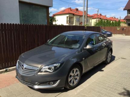 Krótkoterminowy i długoterminowy wynajem samochodów osobowych Warszawa - grafitowy Opel Insignia Hatchback